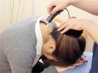 痛みの原因にハイボルト療法を行います